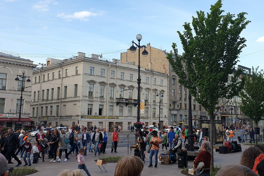 Straßenmusik Band auf dem Newski Prospekt