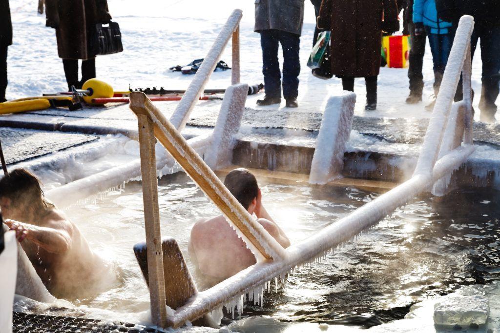 Eisbaden am 19. Januar in Russland