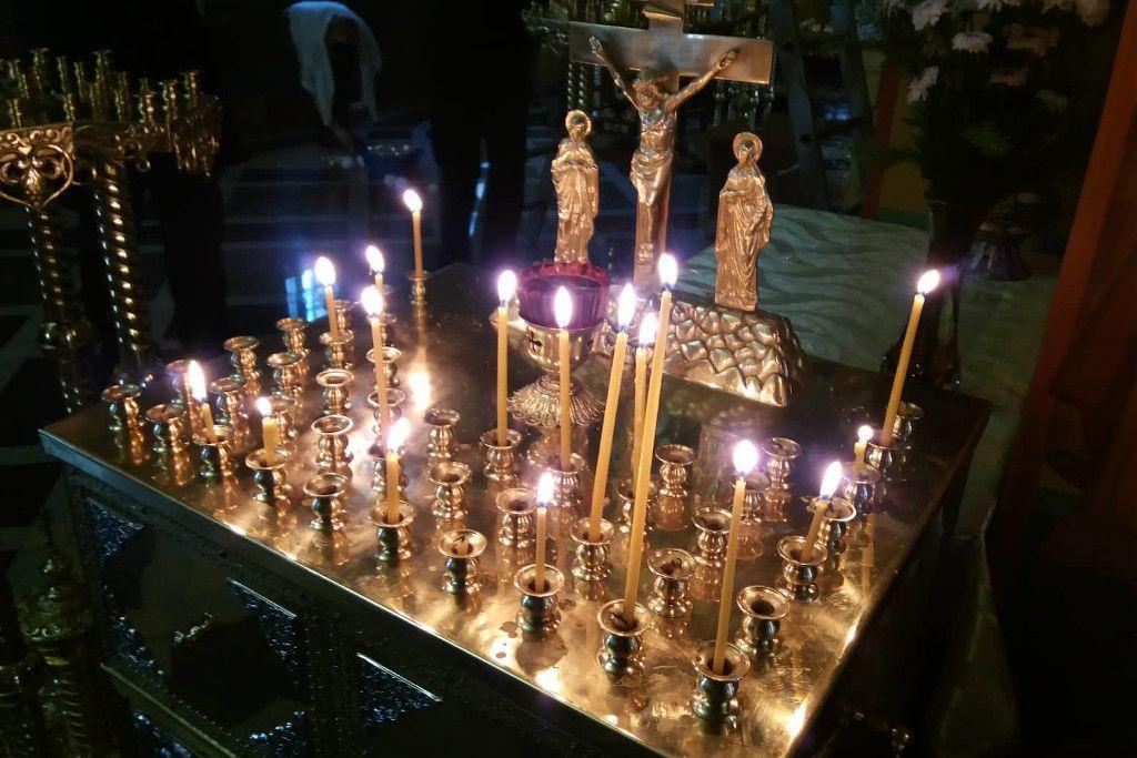 Kerzen in einer russisch-orthodoxen Kirche