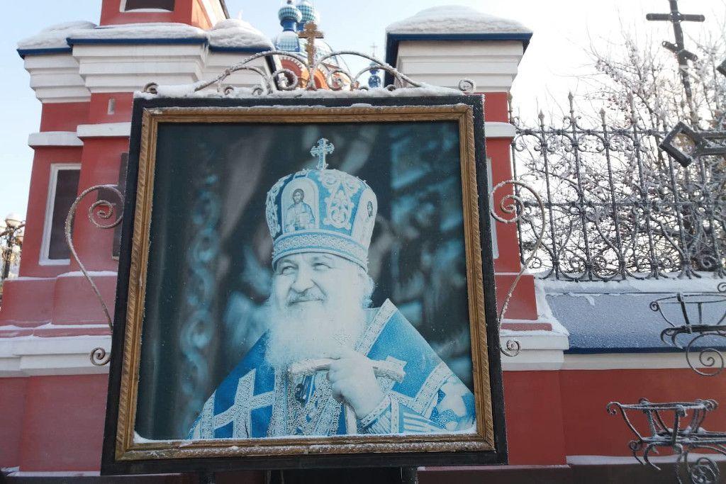 Porträt des Patriachen Kirill an der Kasaner Kathedrale in Irkutsk