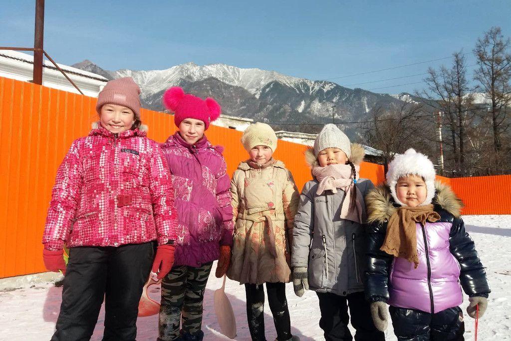 burjatische und russische Kinder