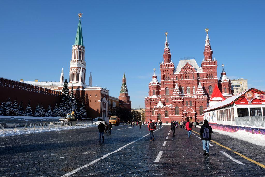 Roter Platz mit dem Eingang des Lenin-Mausoleums auf der linken Seite