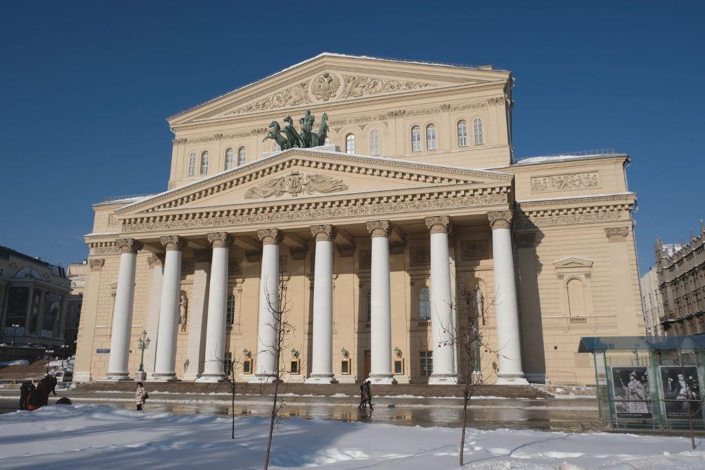 Bolschoi-Theater im Winter mit Schnee