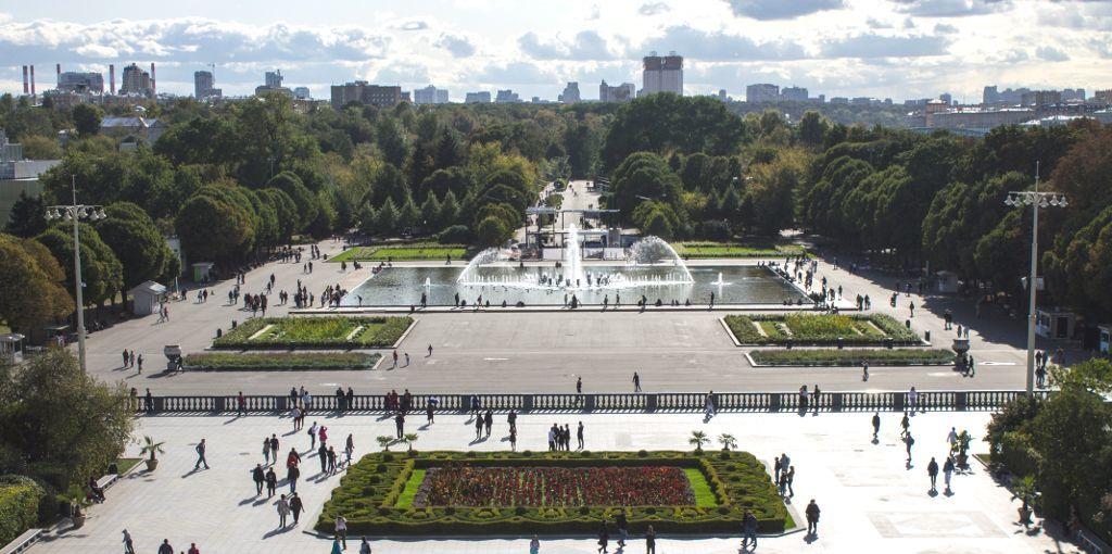 Blick von oben auf den Eingangsbereich des Gorki Parks