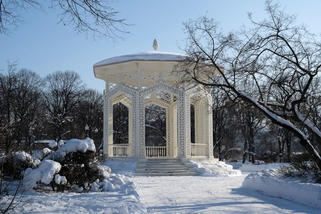 Pavillion im Gorki Park im Winter