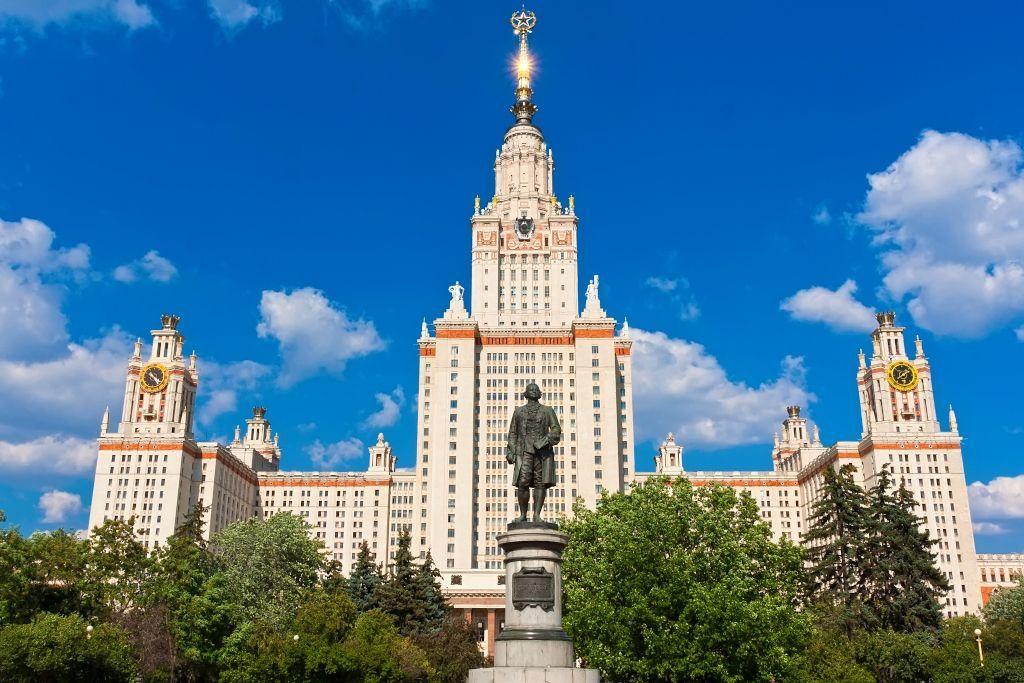 Lomonossow Statue vor der Universität