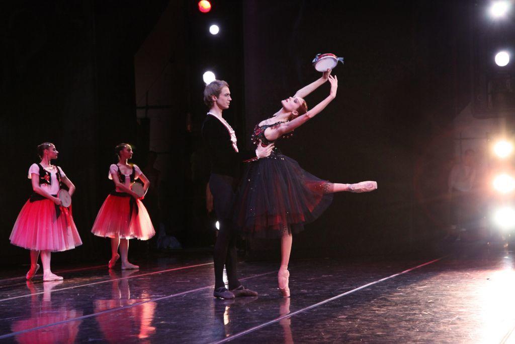 Tänzerin und Tänzer bei Ballett in Moskau