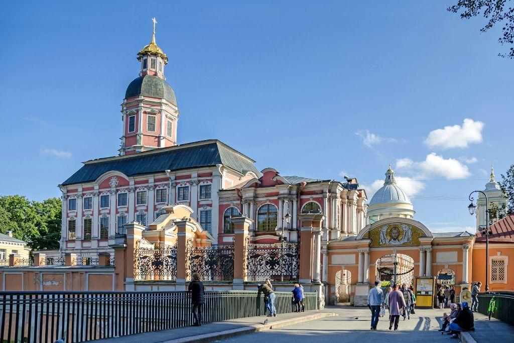 Eingang zum Alexander-Newski-Kloster in Sankt Petersburg