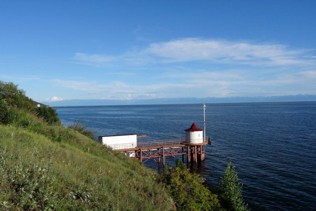 Turm am Ufer des Baikalsees