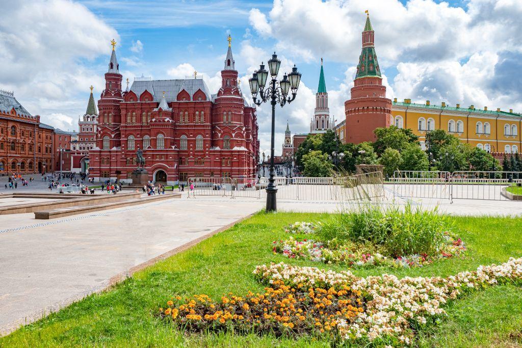 Bereich vor dem Roten Platz mit der Kremlmauer und dem Historischen Museum