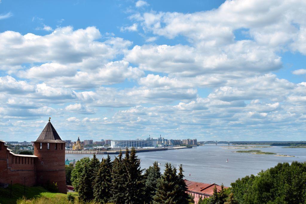 Kremlmauer und Wolga in Nischni Nowgorod