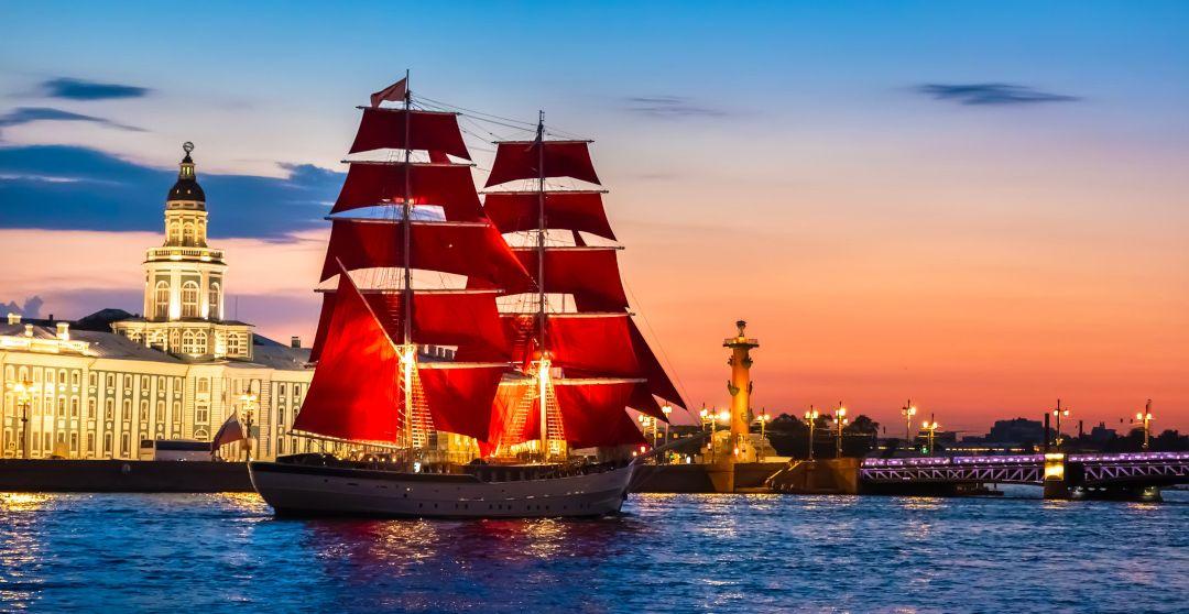 Festival Scharlachrote Segel während den Weißen Nächten in Sankt Petersburg