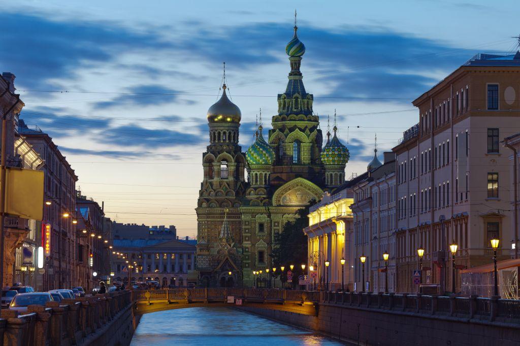 Weiße Nächte in Sankt Petersburg mit der Auferstehungskirche