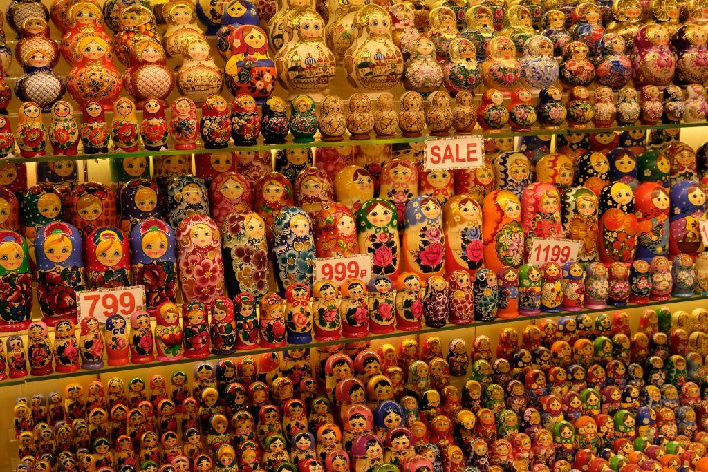 Matrjoschka Puppen in einem Souvenirshop auf dem Arbat