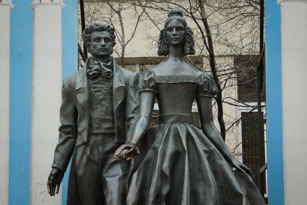 Puschkin und Natalia Denkmal