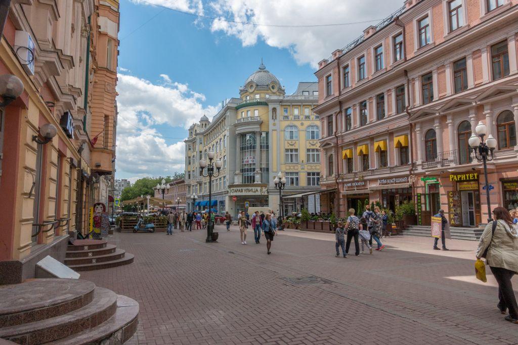 historische Häuser auf der Fußgängerzone Arbat in Moskau
