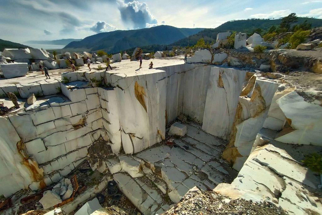 Marmorsteinbruch in Buguldejka am Baikalsee