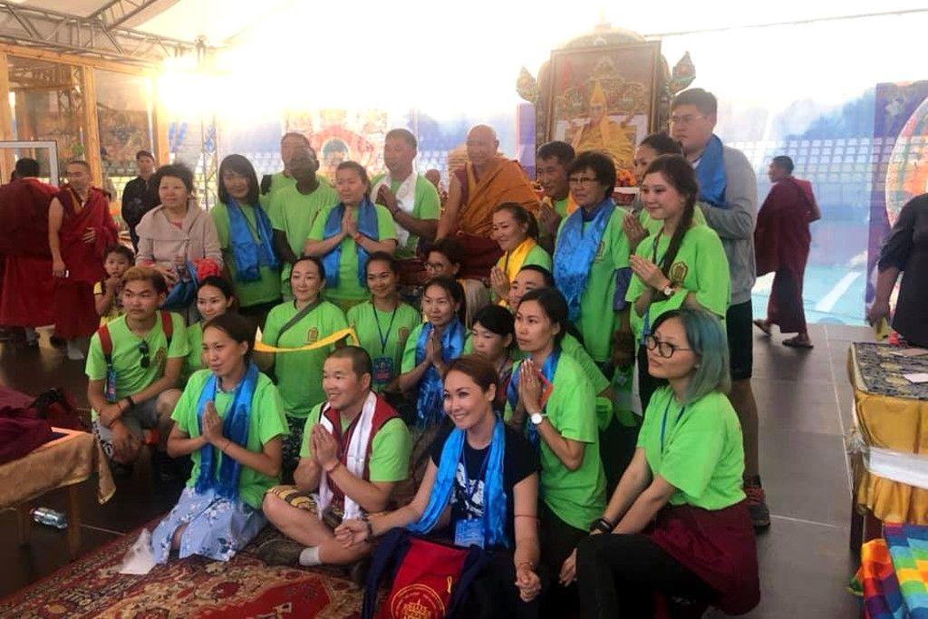 Buddhisten beim Gruppenfoto in einem Dazan