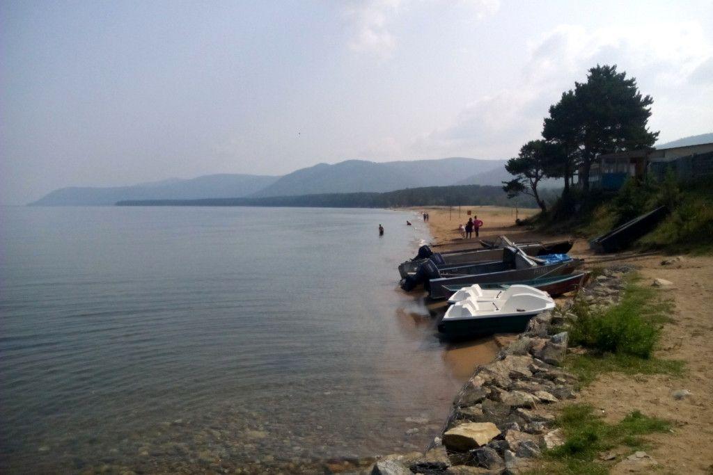Bargusin Bucht mit Blick auf die Halbinsel Swjatoj Nos