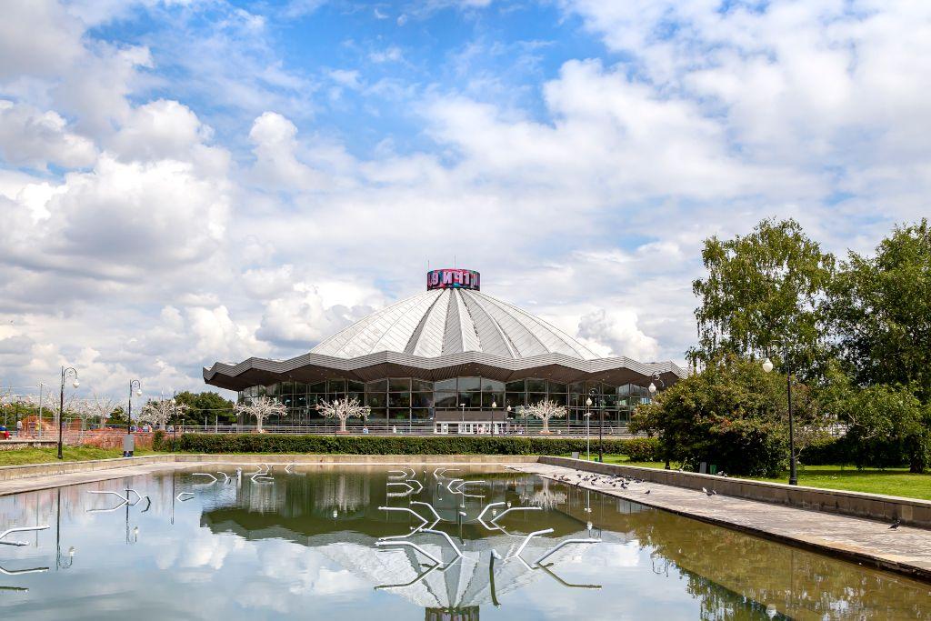 Moskau mit Kind - Gebäude des Moskauer Staatszirkus