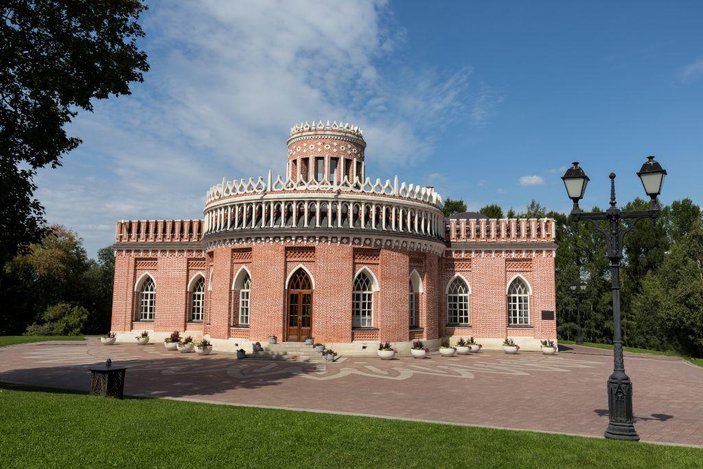 Gebäude des Kavallerie-Korps im Freilichtmuseum Zarizyno in Moskau