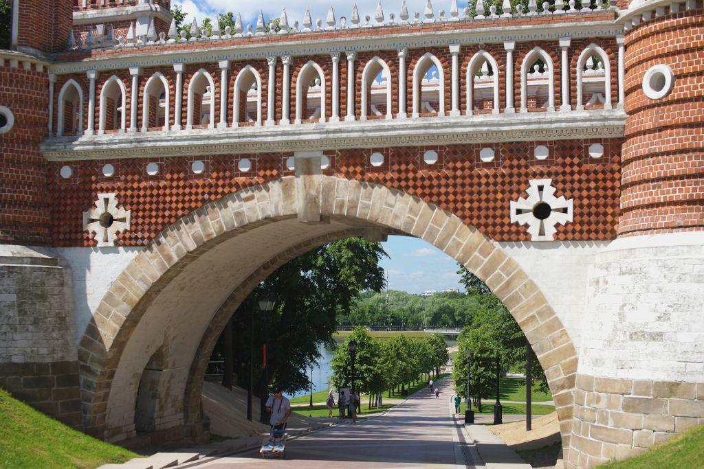 Brücke im Landschaftspark Zarizyno