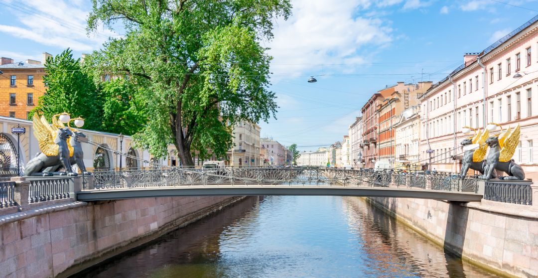 Bankbrücke oder Greifbrücke in Sankt Petersburg