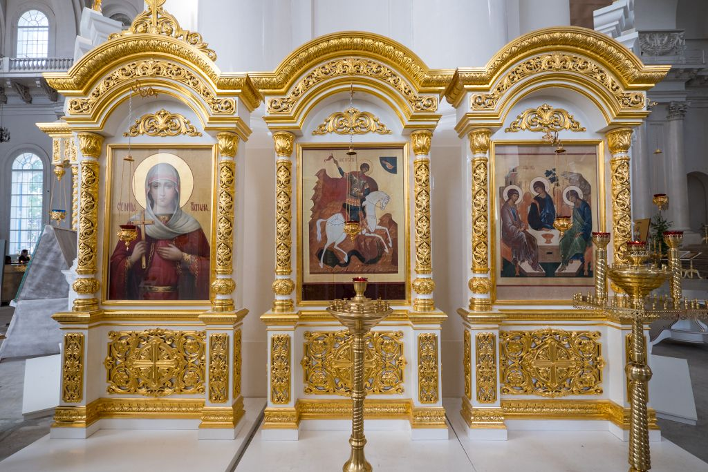 vergoldete Altare in der Smolny Kathedrale
