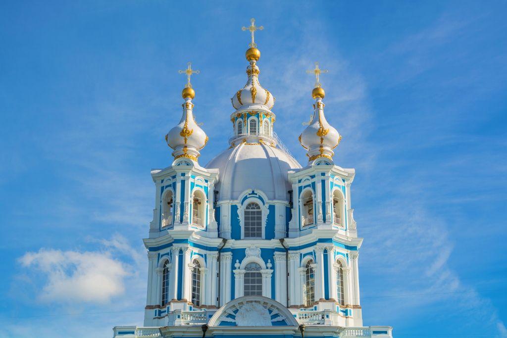 Kuppel und Türme der Smolny Kathedrale