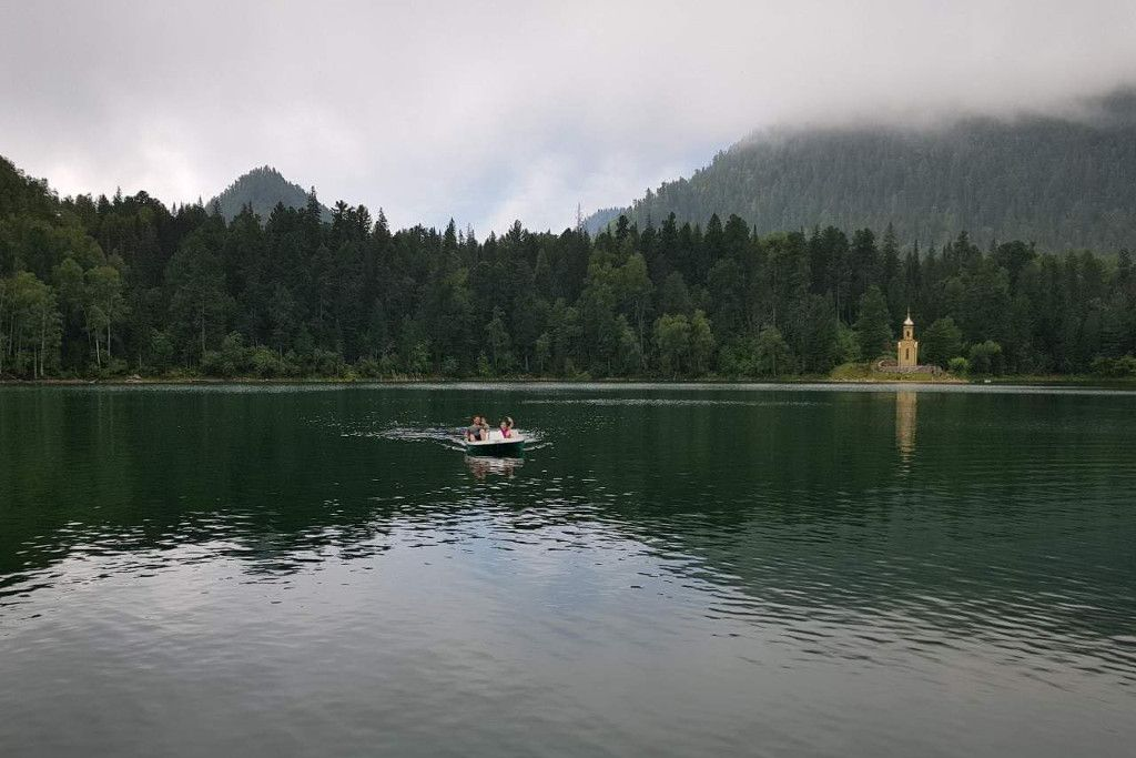 Smaragdsee bei Sljudjanka am Baikalsee