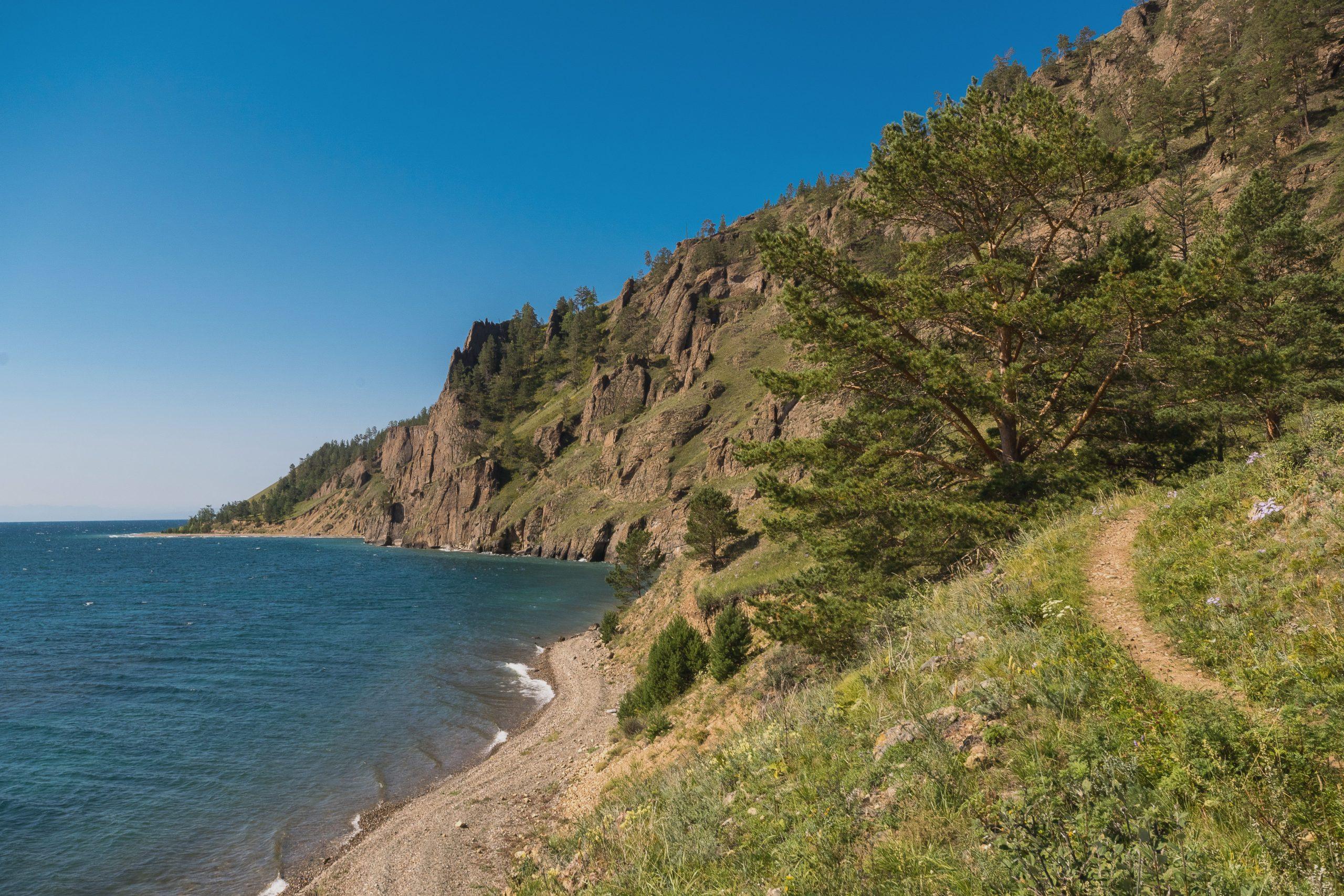 Großer Baikaltrail entlang der Küste des Baikalsees