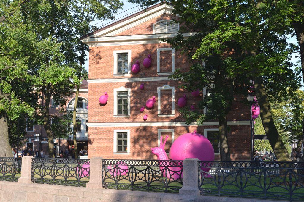 Kommandantenhaus mit rosa Schnecken