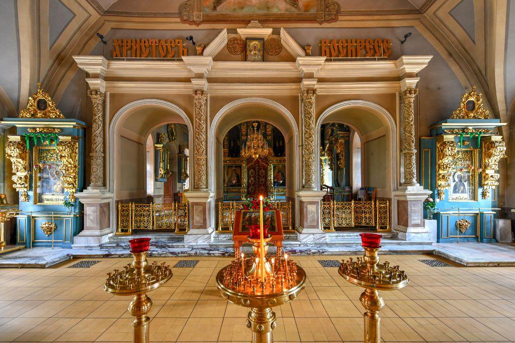 Innenbereich einer Kirche im Nowodewitschi-Kloster