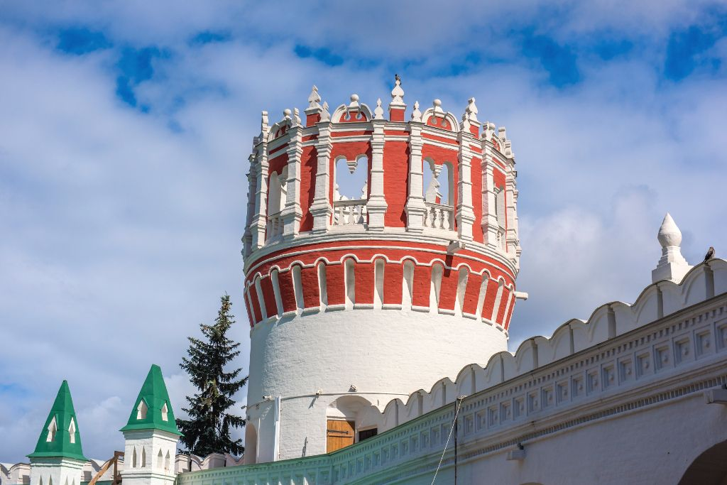 Turm im Nowodewitschi-Kloster in Moskau