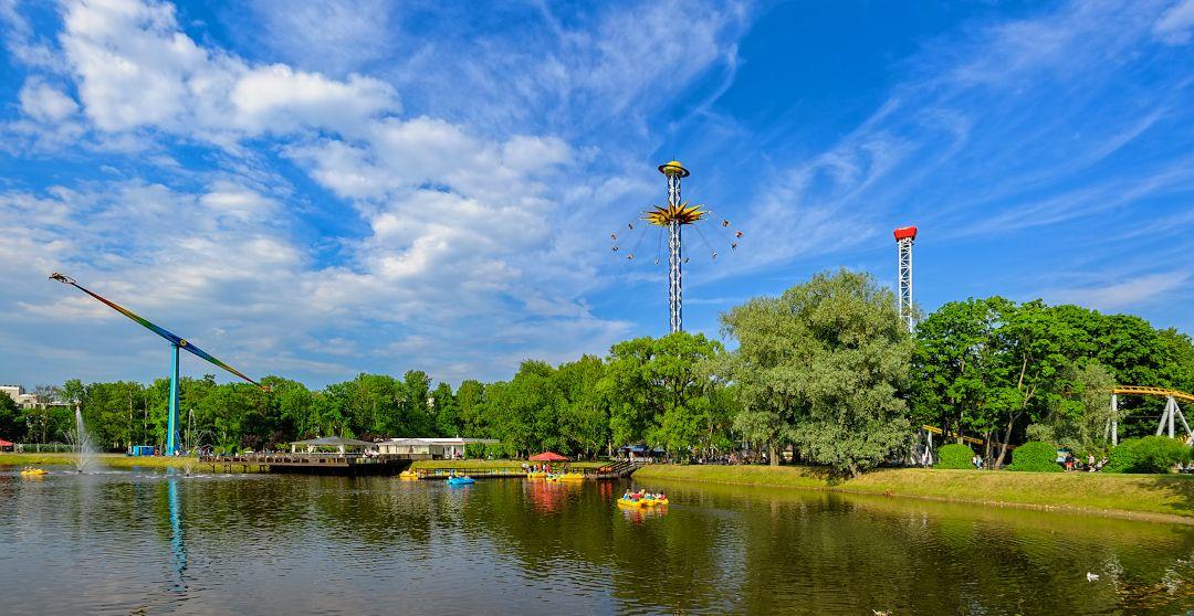 Sankt Petersburg mit Kind im Divo Ostrov Vergnügungspark