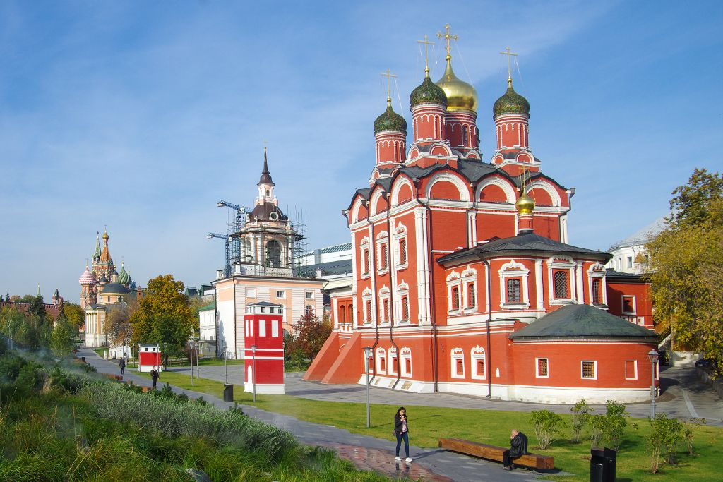 Kirchen im Sarjadje-Park in Moskau