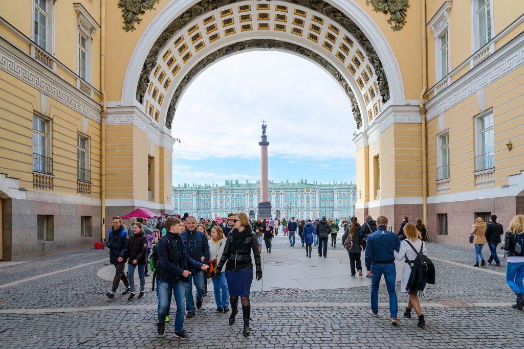 Beste Stadtführung in Sankt Petersburg am Schlossplatz