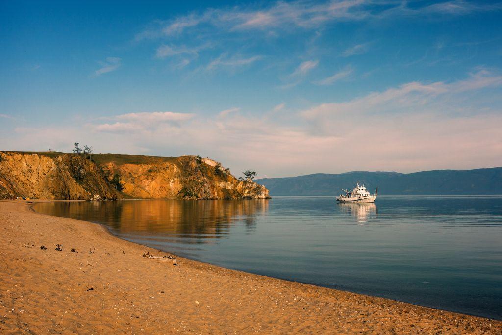 Strand am Maloje More am Baikalsee