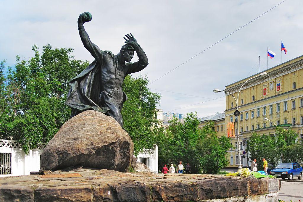 Denkmal für Anatoly Bredow