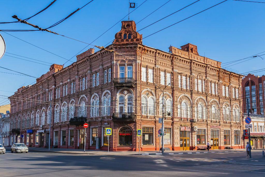 Wunderschönes Herrenhaus im Stadtzentrum von Saratow