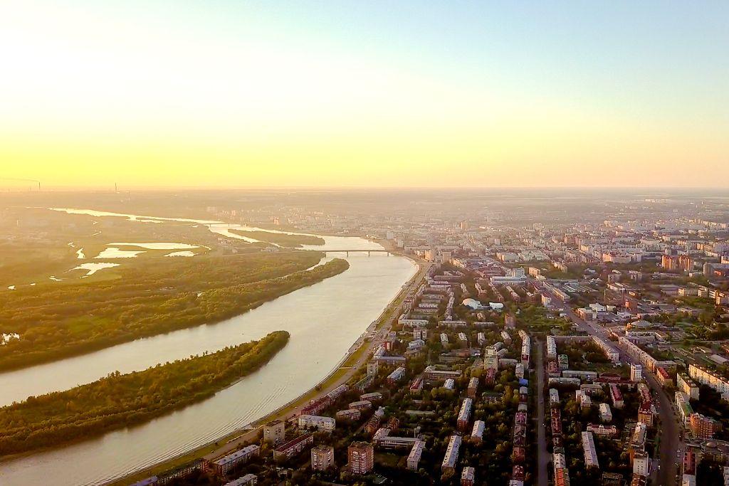 Blick auf Omsk und den Irtysch von oben