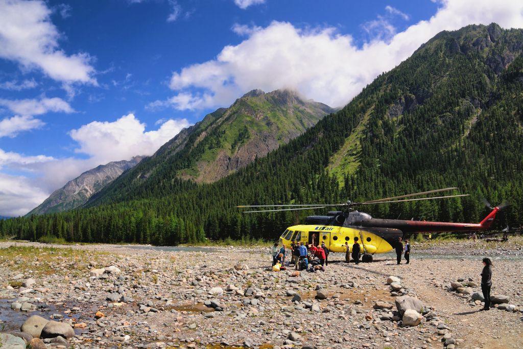 Hubschrauber zu den heißen Quellen in Schumak
