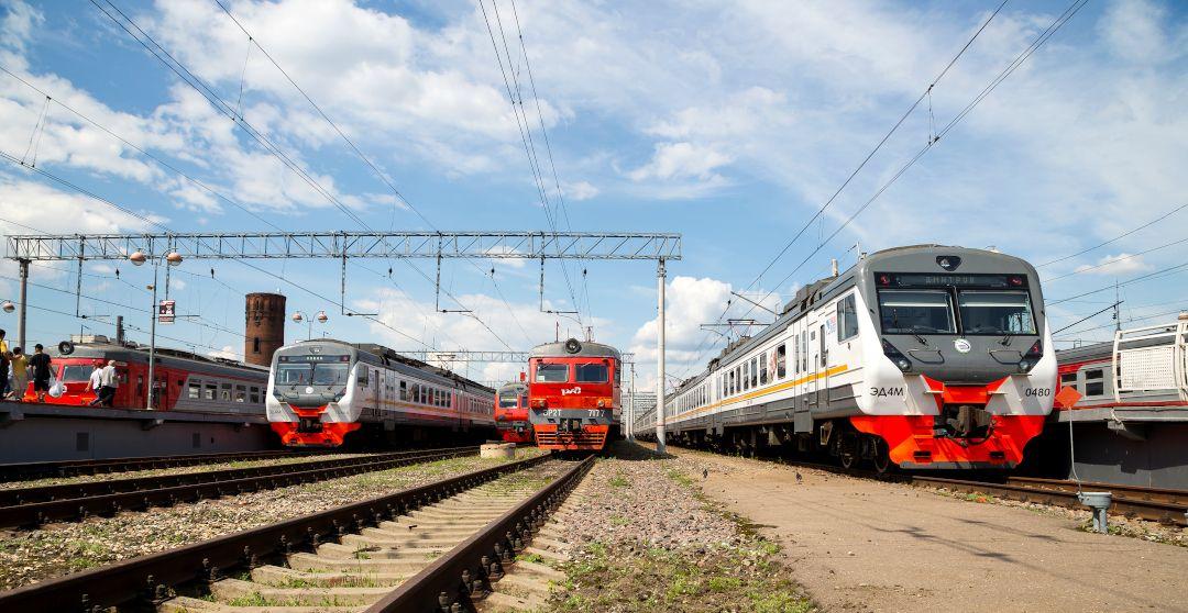 Eisenbahn in Russland - Züge im Moskauer Bahnhof
